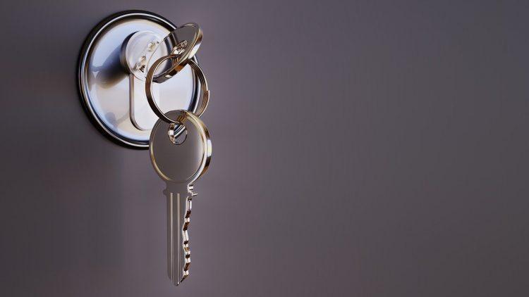 clés dans une serrure